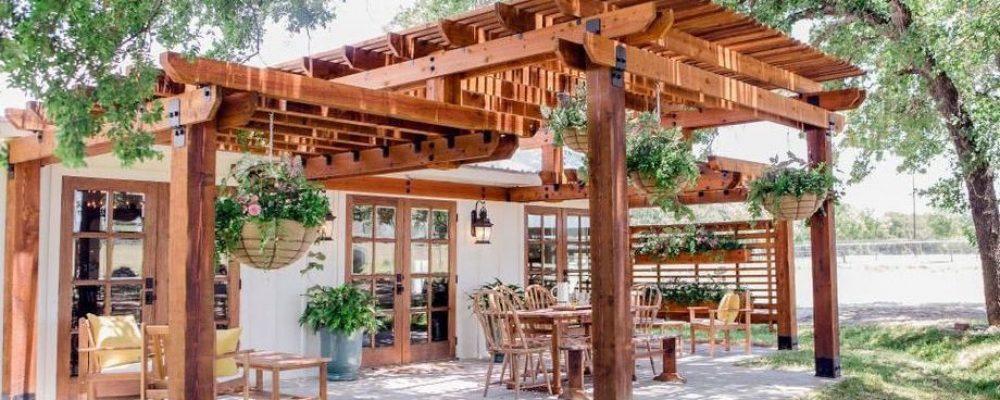 Vous voulez acheter des meubles de patio? Comment rehausser votre pergola