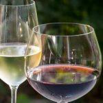 Boire du vin blanc est-il meilleur que boire du vin rouge?