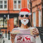Le pull de Noël, un incontournable à combiner avec d'autres vêtements