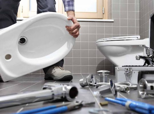 plombier-reparant-toilettes
